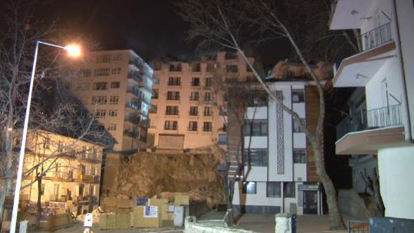 Ankara'da inşaat kazısında temeli kayan apartmanda yıkım başladı (7)