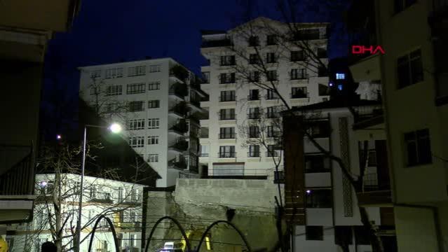 Ankara'da temeli kayan bina nedeniyle 21 bina boşaltıldı (4) - BİNANIN İSTİNAT DUVARI DHA'NIN CANLI YAYINI SIRASINDA ÇÖKTÜ