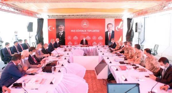 Bakan Soylu, Şenyayla üs bölgesinde güvenlik toplantısı yaptı