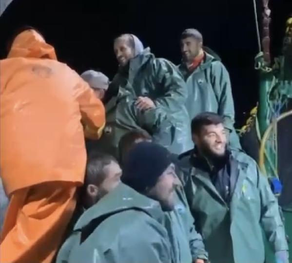 Balıkçıların ağına dev 'ay balığı' takıldı