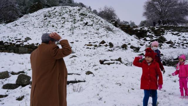 Bodrum'da bir günde 4 mevsim! Önce güneş çıktı ardından 40 yıl sonra kar yağdı