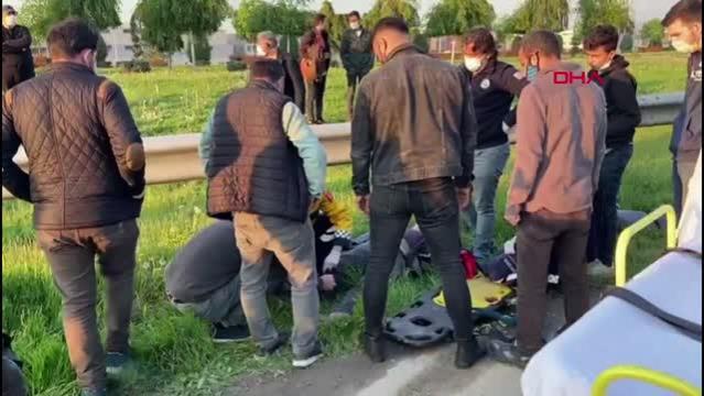 Bursa'da otomobil elektrikli bisiklete çarptı, baba oğul yaralandı