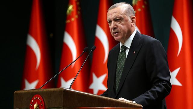 Cumhurbaşkanı Erdoğan sokağa çıkma kısıtlaması saatlerini açıkladı, televizyon kanallarını karmaşa sardı