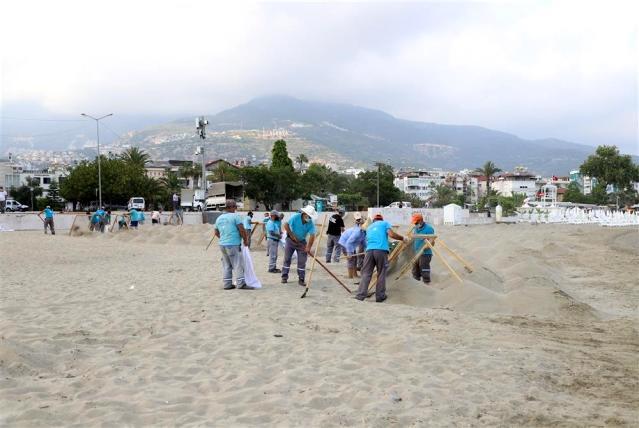 Alanya Galip Dere Plajı'nda yeni sezon hazırlıkları