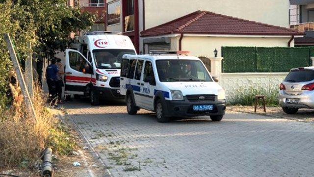 Alkollü şahıs ve yakınları, yardıma giden sağlık ekiplerine saldırdı
