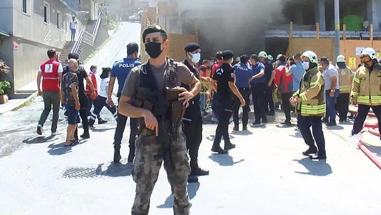 Beyoğlu'nda yangın! 1'i ağır 6 işçi yaralı