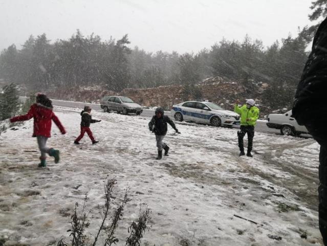Bodrum'da bir günde 4 mevsim! Önce güneş çıktı, ardından 40 yıl sonra ilk kez kar yağdı