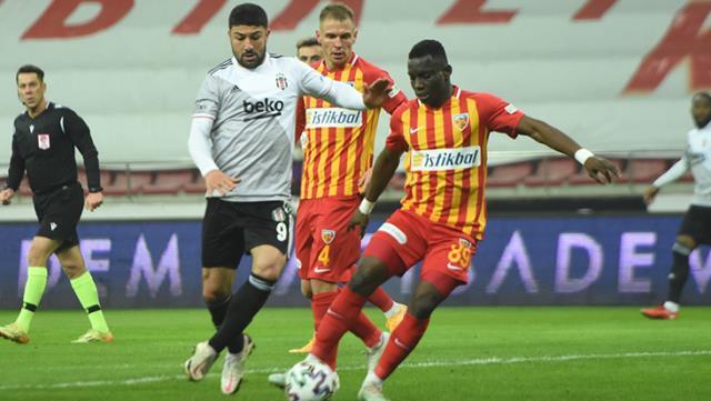 En çok top kaybettiği maçı oynayan Güven Yalçın, Beşiktaş taraftarından tepki gördü