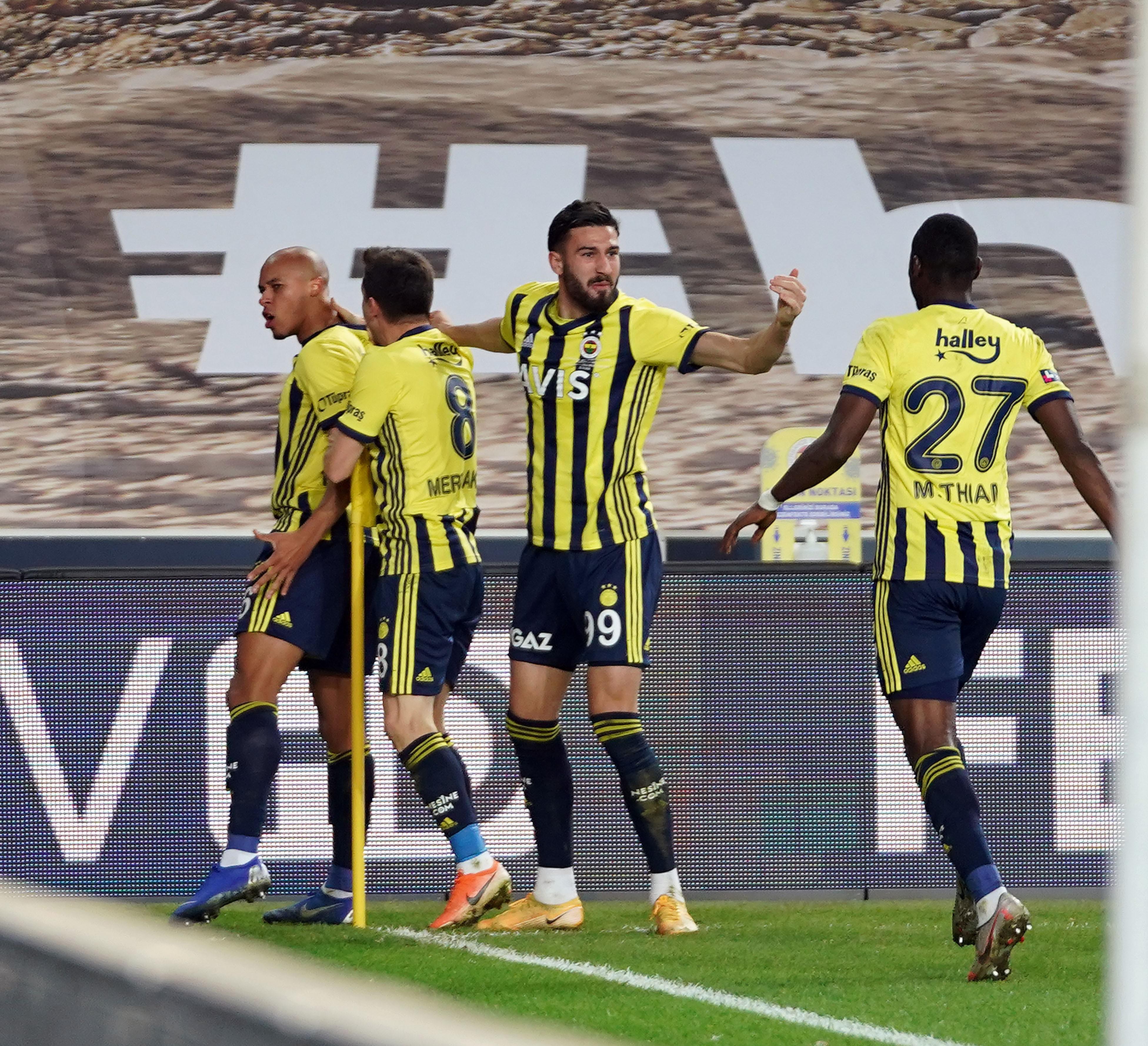 Fenerbahçe'de geniş kadroya eksik isimler damga vurdu!