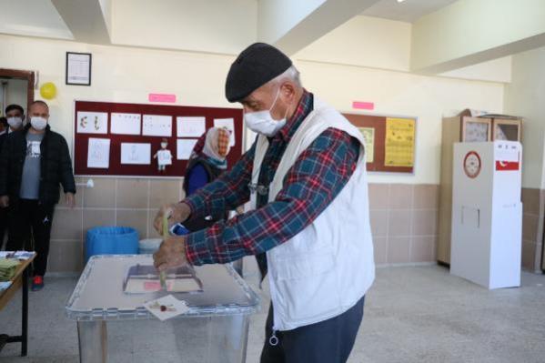 Güney'deki seçimde adaya çıkan 1 oy merak konusu oldu