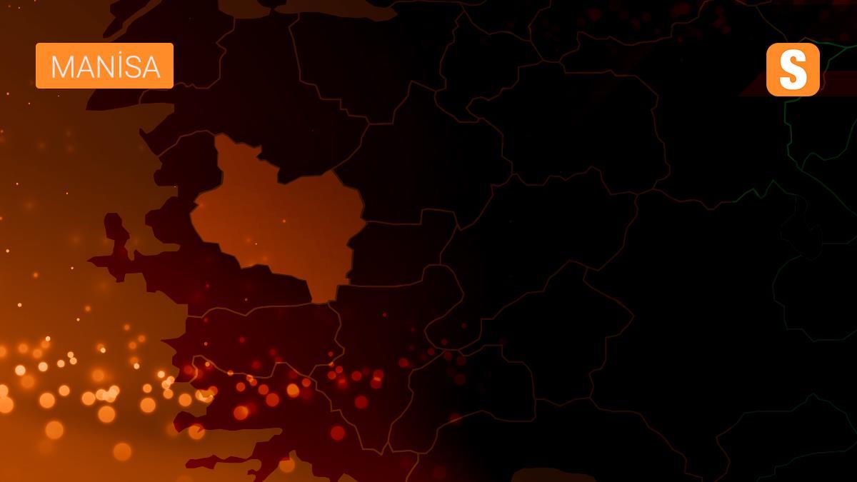 Manisa'da motosiklet ile kamyon çarpıştı: 2 yaralı