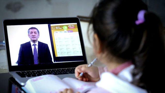 Milli Eğitim Bakanı Selçuk: EBA'da 08.30'dan 20.20'ye kadar istenilen saatte canlı ders yapılabilir
