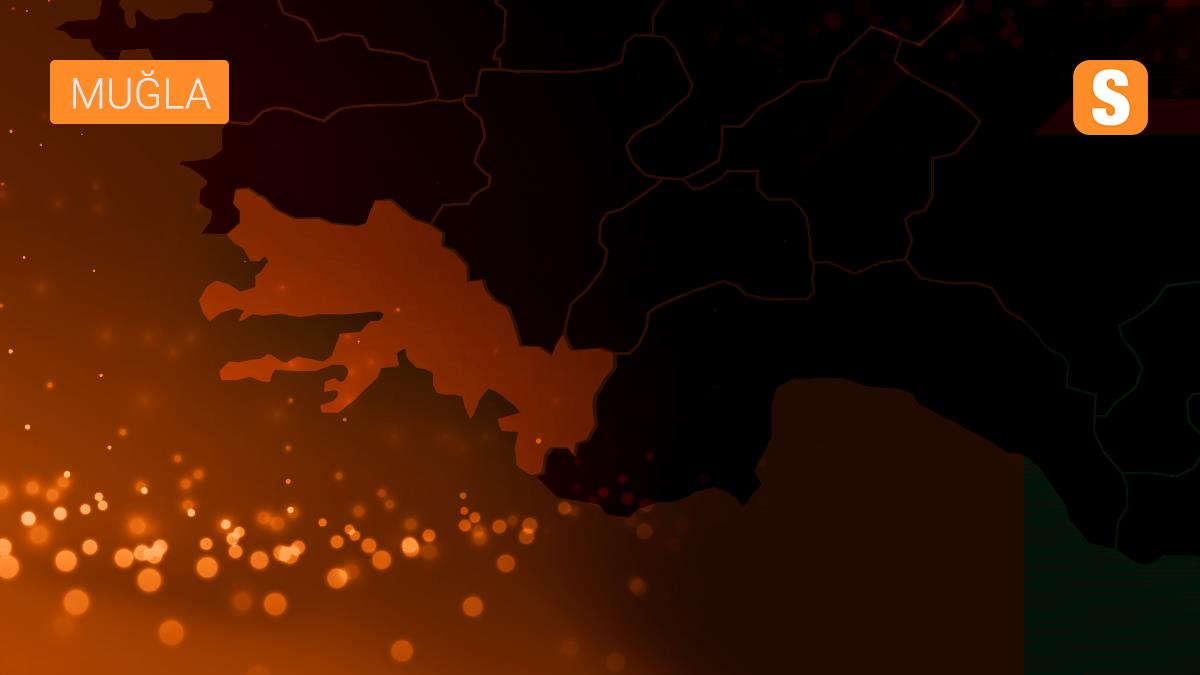 Muğla'da karaya oturan yattaki 6 kişi kurtarıldı