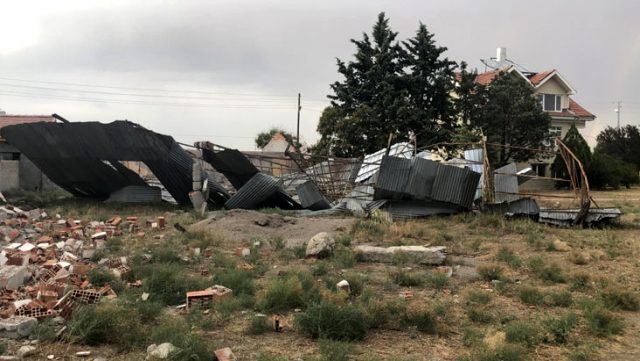 Polatlı'da etkili olan kum fırtınası günlük yaşamı olumsuz etkiledi