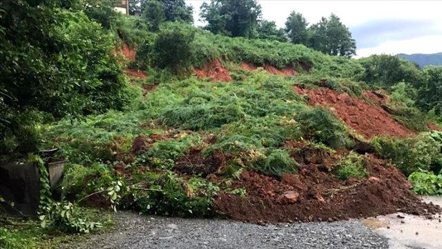 Trabzon'da şiddetli yağış sonucu meydana gelen heyelanda 1 kişi hayatını kaybetti