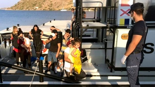 Yunan sahil güvenliği, çocukların da bulunduğu 19 kişiyi ölüme terk etti