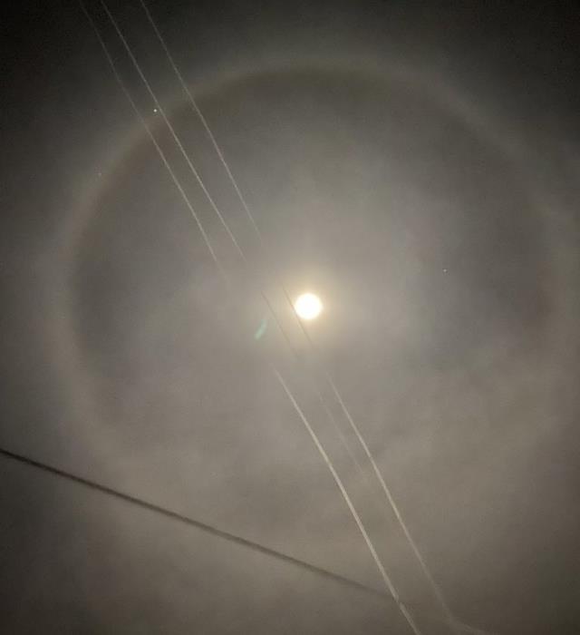 Depremin ardından bir çok ilde görülen 'ay halkası' vatandaşları telaşlandırdı