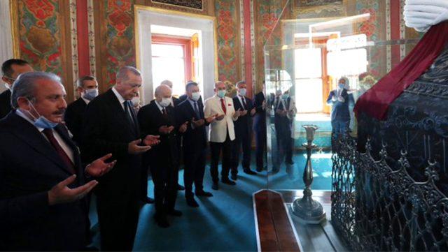 Fatih Sultan Mehmet Türbesi'nde duayı Meclis Başkanı Şentop okudu
