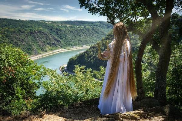Gerçek 'Rapunzel' Almanya'da bulundu: 16 yaşından beri saçını uzatıyor