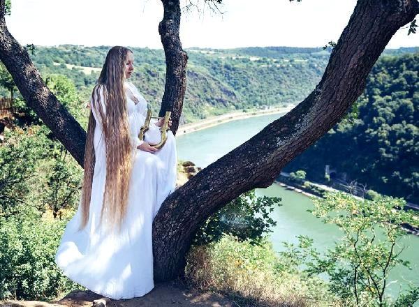 Gerçek Rapunzel Almanya'da bulundu: 16 yaşından beri saçını uzatıyor