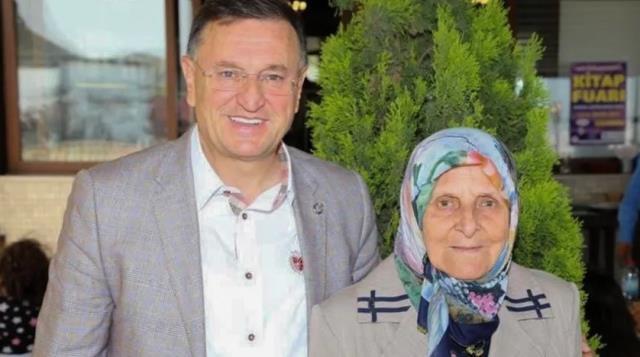 Hatay Büyükşehir Belediye Başkanı Lütfü Savaş'ın annesi vefat etti