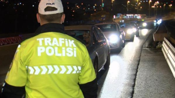 İstanbul'da 17 günlük sokağa çıkma kısıtlamasının 3'üncü gününde denetimler sürüyor