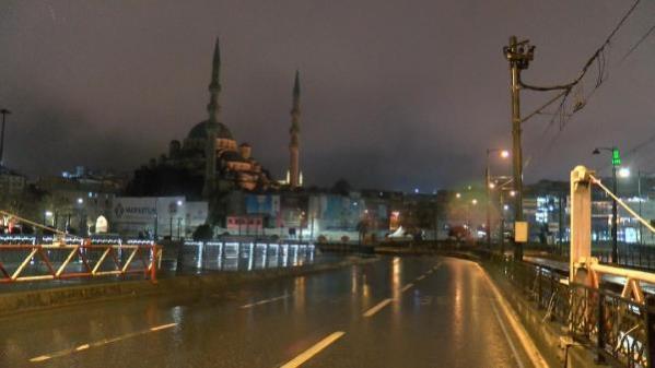 İSTANBUL'DA YAĞMUR ETKİLİ OLUYOR
