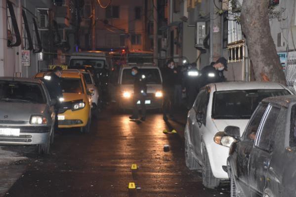 İzmir'de barışmak için buluşan iki aile silahla çatıştı: 2'si ağır 6 yaralı