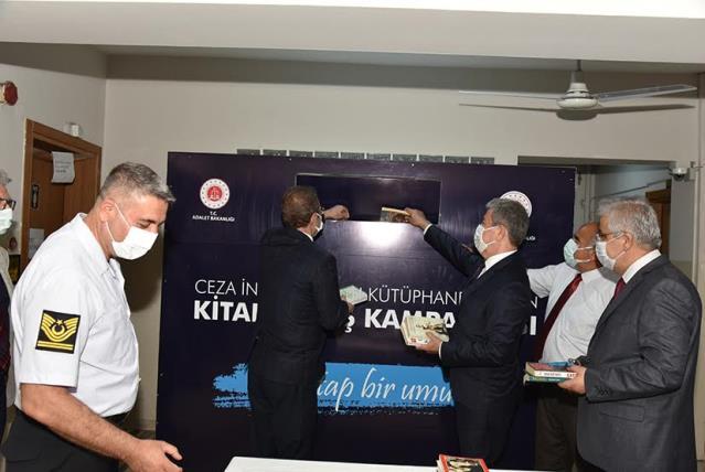 Karşıyaka'da tutuklu ve hükümlülere kütüphane için büyük iş birliği