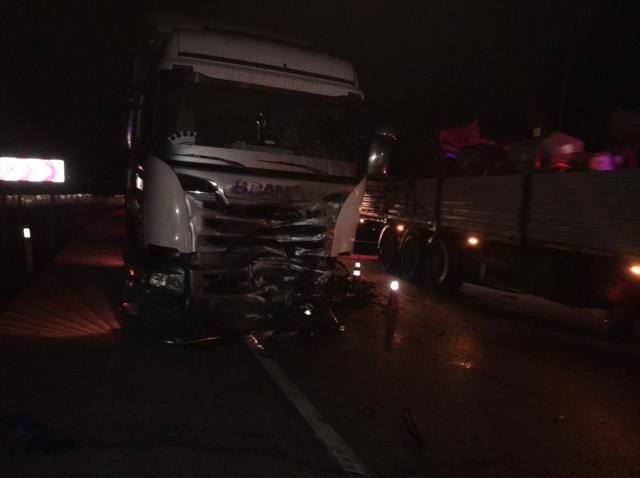 Afyonkarahisar'da tır ile otomobil çarpıştı: 4 ölü