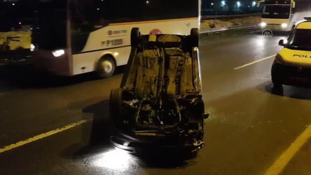 3 aracın karıştığı trafik kazasında 2 kişi yaralandı