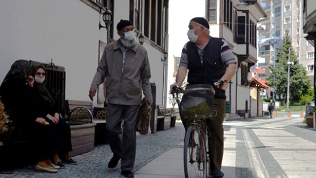 Kütahya'da 65 yaş ve üstü vatandaşlara 11.00-16.00 saatleri dışında sokağa çıkma kısıtlaması getirildi