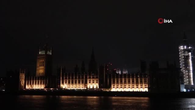 Londra'nın simgeleri karanlıkta kaldı