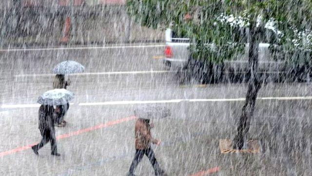 Meteoroloji, bir bölge ve 4 il için kuvvetli yağış uyarısında bulundu