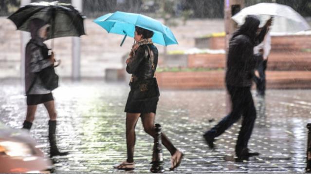 Meteoroloji'den 4 bölgeye uyarı: Şiddetli yağış ve kuvvetli fırtınaya dikkat