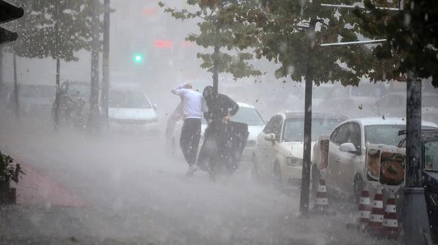 Meteoroloji ve İstanbul Valiliği'nden sel ve dolu uyarısı! Yarına dikkat