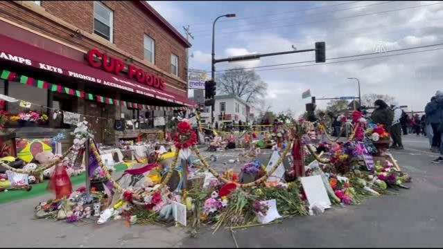 MİNNESOTA - Floyd taraftarları Minneapolis'teki anıta çiçek bıraktı