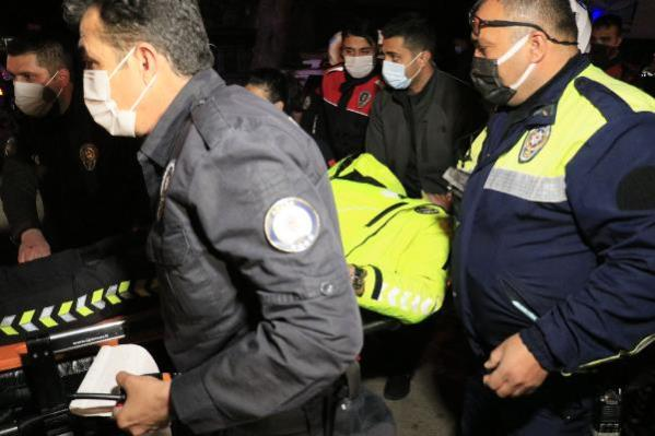 Polis aracı, kovalamaca sırasında ağaca çarptı: 2 yaralı