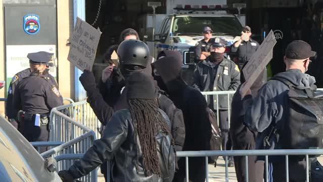 Polis destekçileri Back the Blue isimli gösteri düzenledi