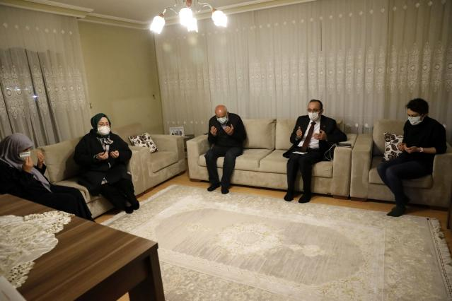 Son dakika haberi | Bakan Selçuk, iftarda Reşat Baba olarak tanınan Kıbrıs Gazisi'nin evine konuk oldu