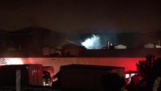 Son dakika haberi: Çekmeköy'de korkutan fabrika yangını havadan görüntülendi