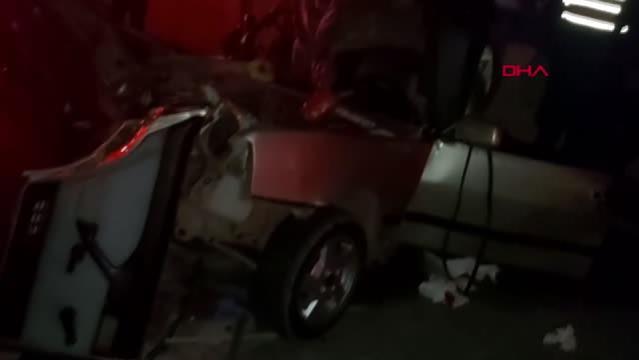 Son dakika haberi | Korkuteli Karayolu üzerinde kamyona arkadan çarpan otomobildeki 2 kişi öldü, 2 kişi yaralandı.