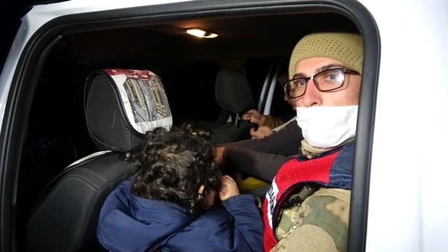 Son dakika haberi   Muş'ta tipide aracı arıza veren 5 kişilik ailenin yardımına Mehmetçik koştu