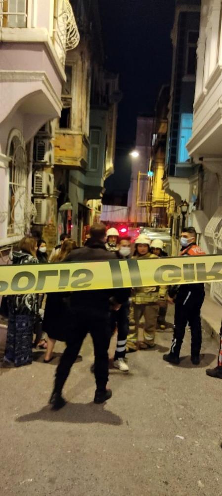 Son dakika haberleri... Beyoğlu'nda bir pansiyonda çıkan yangında 3 kişi dumandan etkilendi