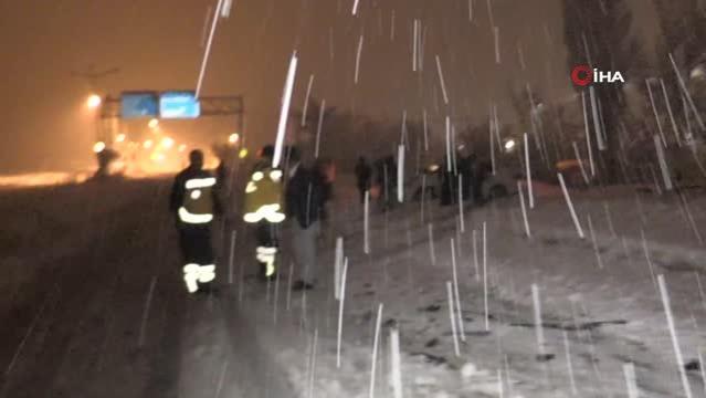 Trafik kazasında kafası kanayan sürücü acısını unutup aracının derdine düştü