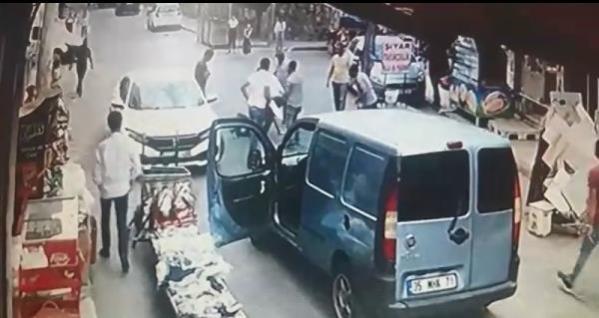 Son dakika... Kiraladığı otomobille kaza yapınca, tekme tokat dövüldü