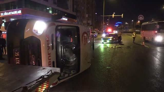 Son dakika: Otomobille çarpışan ambulans devrildi: 1 yaralı
