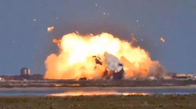 SpaceX'in SN9 roketi iniş sırasında infilak etti