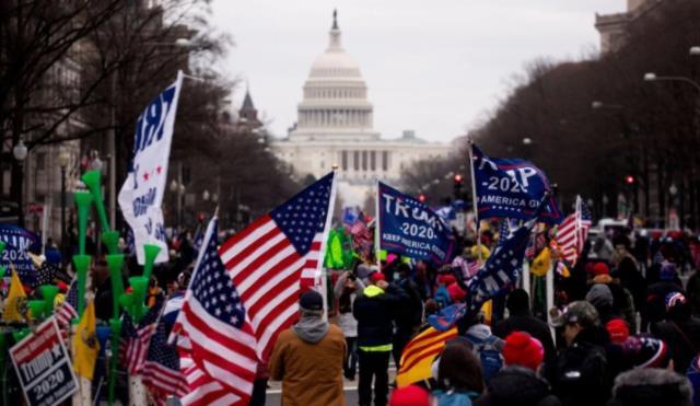 Fotoğraflarla saniye saniye ABD Kongre baskınının görüntüleri