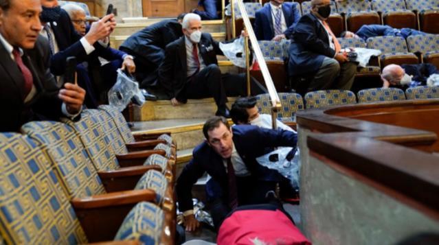 Tarihe tanıklık edeceksiniz! Fotoğraflarla saniye saniye ABD Kongresi baskını görüntüleri